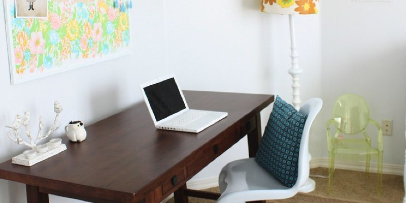Warm Up the Home Office With a Nice Wooden Desk
